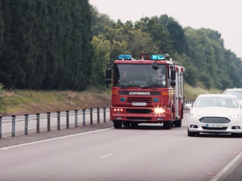 Ford prueba una nueva tecnología para el vehículo que ayuda a reconocer las sirenas de emergencia