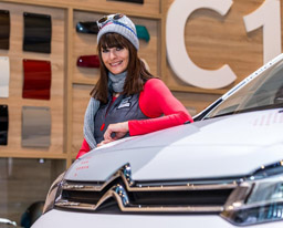 Mujeres influyen en el 80% de compras de vehículos nuevos