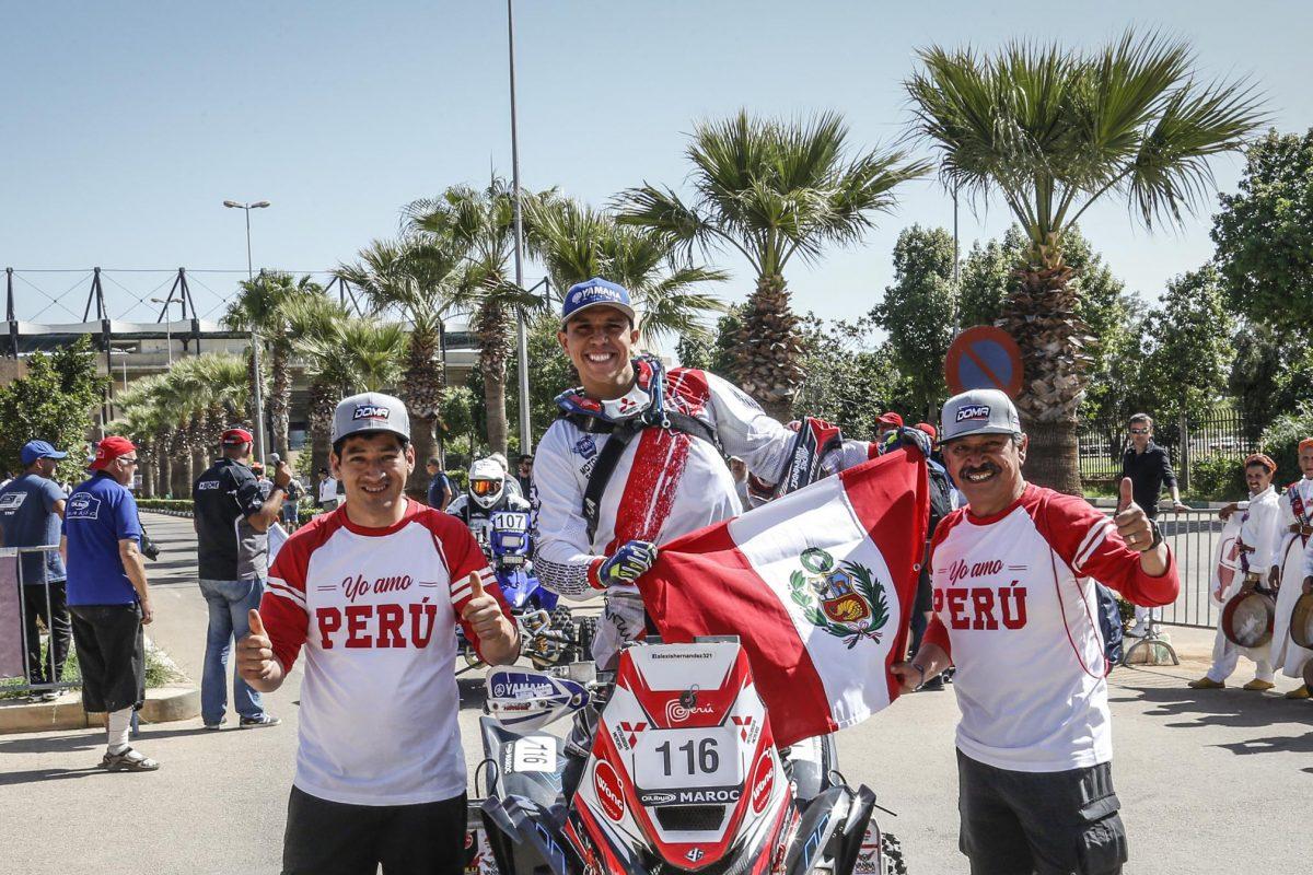 Alexis Hernández haciendo patria en el Rally de Marruecos