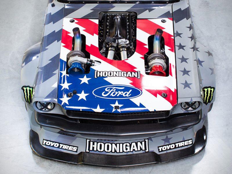 Ken Block lleva al extremo el Mustang Hoonicorn V2 de 1.400 HP en la legendaria subida de Pikes Peak